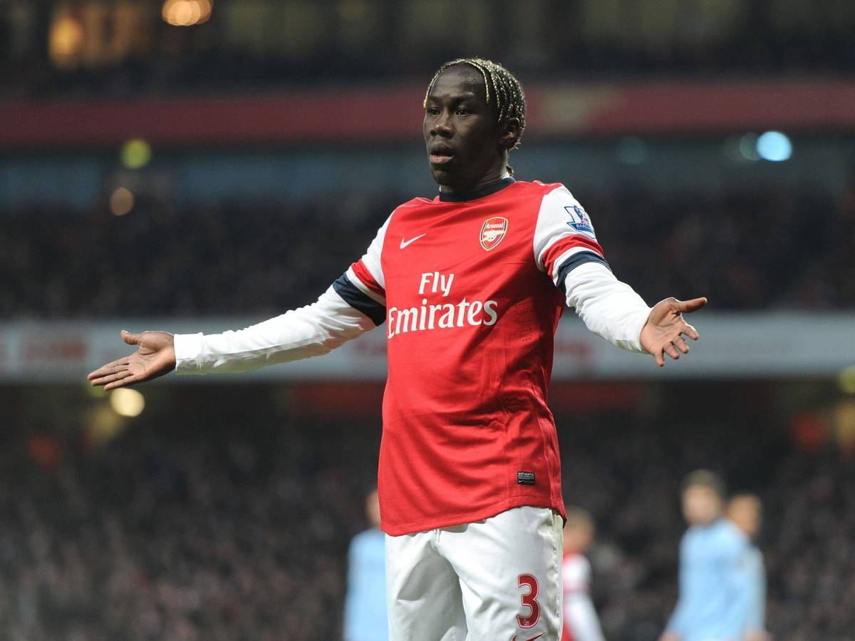 Sagna in talks to stay at Arsenal